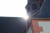 Die Sonne über der St. Michaelis Kirche in Klein Karben